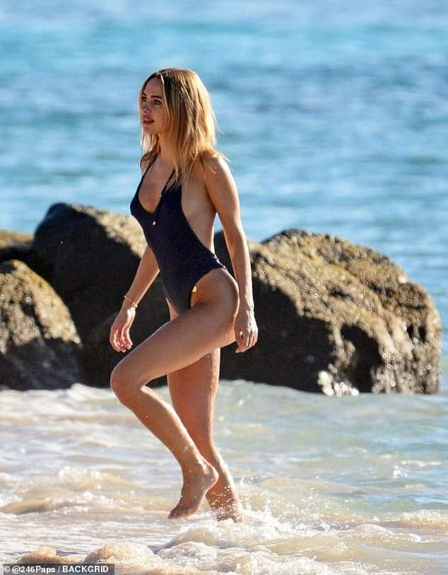 Kimberley Garne bikini